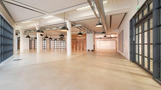 Umbau und Umnutzung einer Garage zu einer modernen Bürowelt