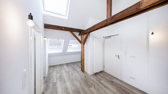 Umbau eines Dachstuhls in luxuriöse Mini - Appartements – Düsseldorf Zentrum